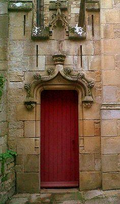Church door in Josselin by AieshaB| Flickr